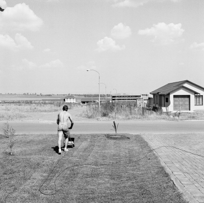 David Goldblatt, Saturday afternoon in Sunward Park, 1979; gelatin silver print; 6 7/8 x 6 7/8 in. (17.5 x 17.5 cm); Collection SFMOMA, purchase through a gift of Mark McCain and the Accessions Committee Fund; © David Goldblatt