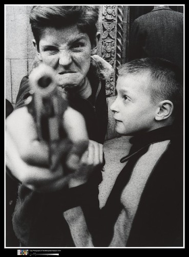 William Klein. Gun 1, New York.