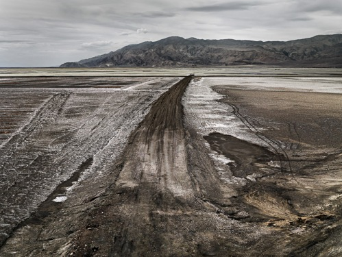 Edward Burtynsky. Owens Lake #1California, USA, 2009.
