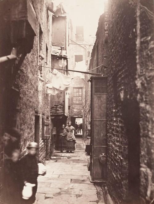 Close, No. 37 High Street, negative 1868-71; print 1871, Thomas Annan